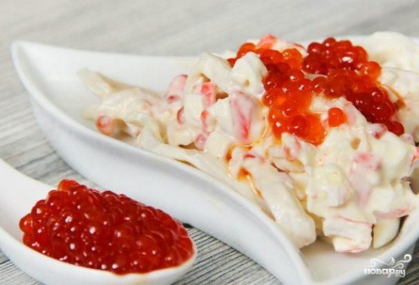 Салат из кальмаров с красной икрой