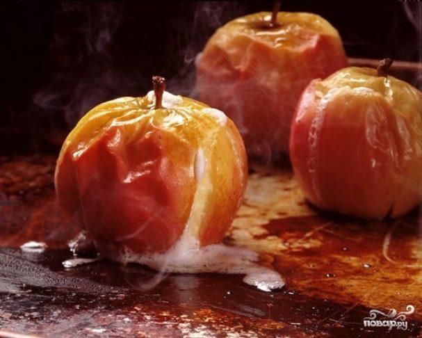Яблоки с медом в микроволновке