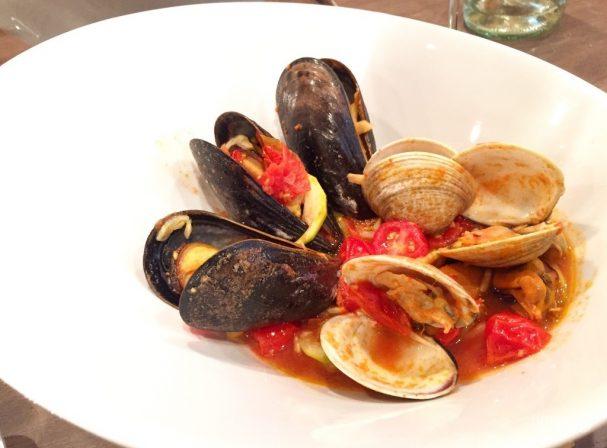Морепродукты в томатном соусе