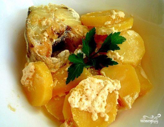 Минтай в духовке с картофелем