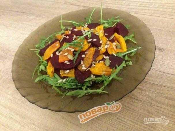 Салат с запеченными тыквой и свеклой