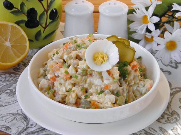 """Салат """"Столичный"""" с курицей"""