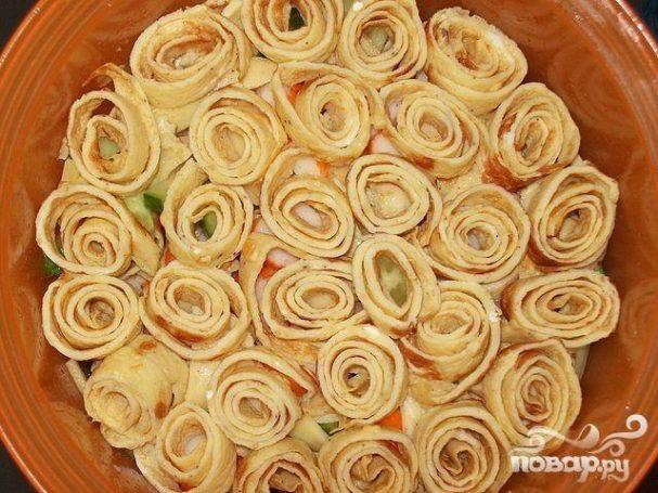 Салат из говядины с омлетом