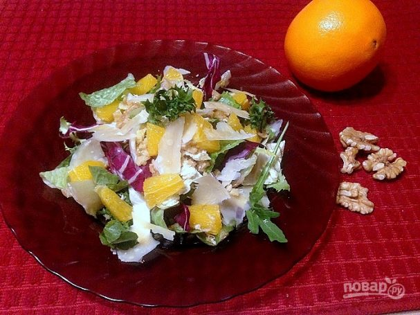 Свежий салат с апельсином и орехами