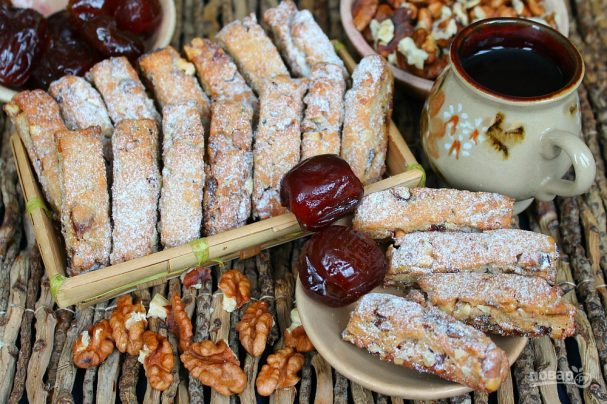 Печенье с орехами и финиками