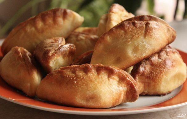 Пирожки с колбасой в духовке
