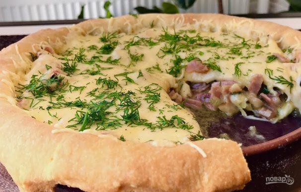 Открытый пирог с беконом и сыром