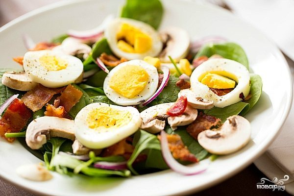 Салат с грибами и яйцами