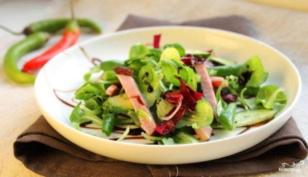 Салат со свежим огурцом