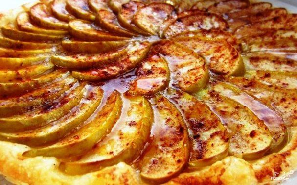 Яблочный пирог с абрикосовым джемом