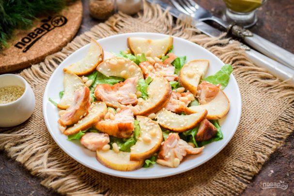 Салат с копченой курицей и грушей