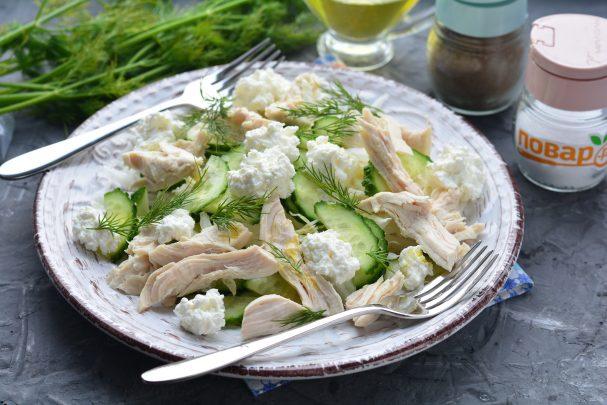 Салат с курицей и творогом