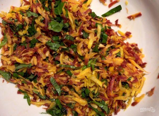 Салат с морковью и кедровыми орешками
