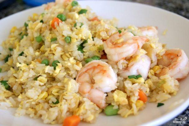 Жареный рис с креветками и овощами по-китайский — pic 2