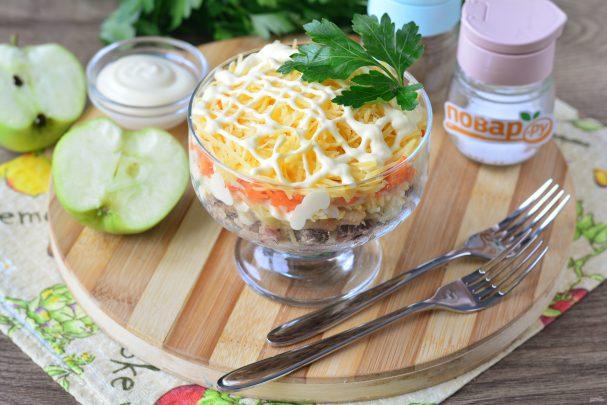 Салат с сайрой и яблоком