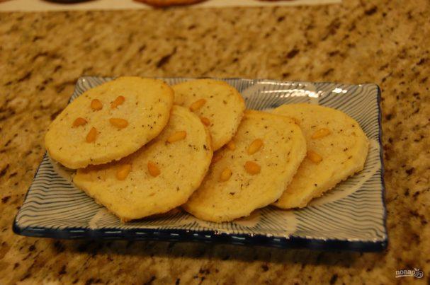 Печенье с розмарином и орехами