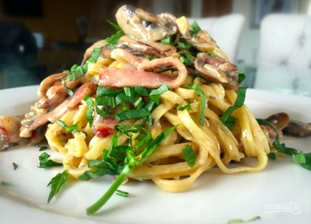 Спагетти с грибами в сливочном соусе