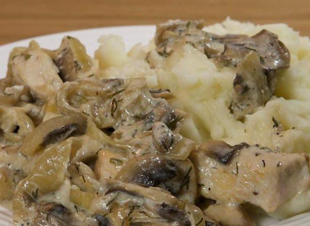 Курица с грибным соусом