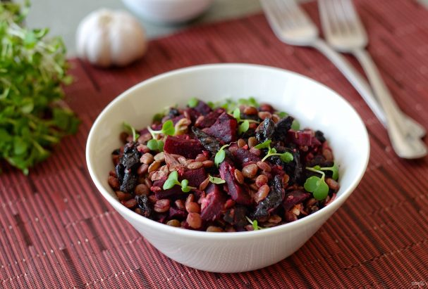 Салат из чечевицы и свеклы
