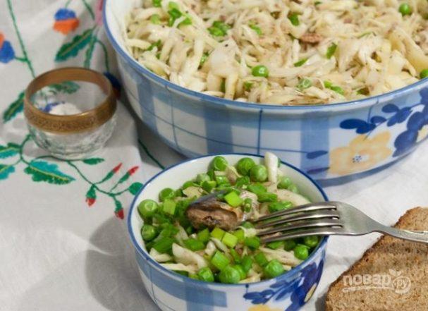 Салат из свежей капусты с сайрой