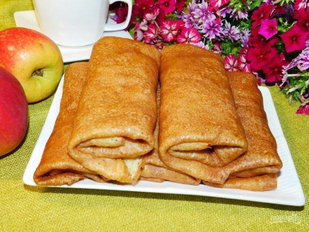 Творожные блины с карамельными яблоками