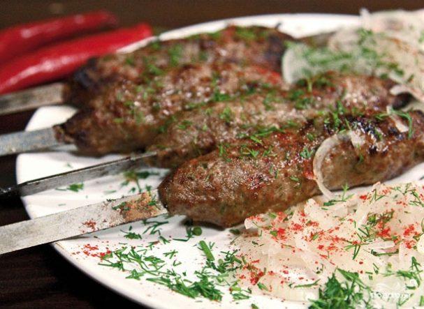 Люля-кебаб из говядины на шампурах