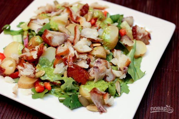 Салат с треской горячего копчения