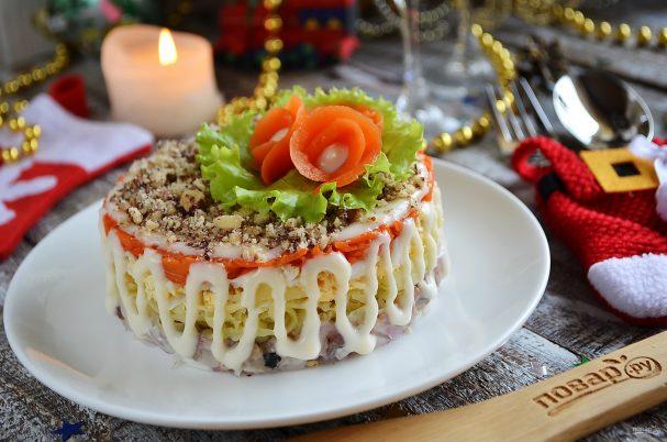 """Салат с сельдью """"Фаворит"""""""