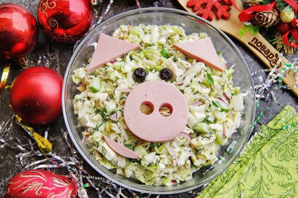 "Новогодний салат ""Пятачок"""