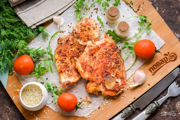 Курица в пергаменте на сковороде