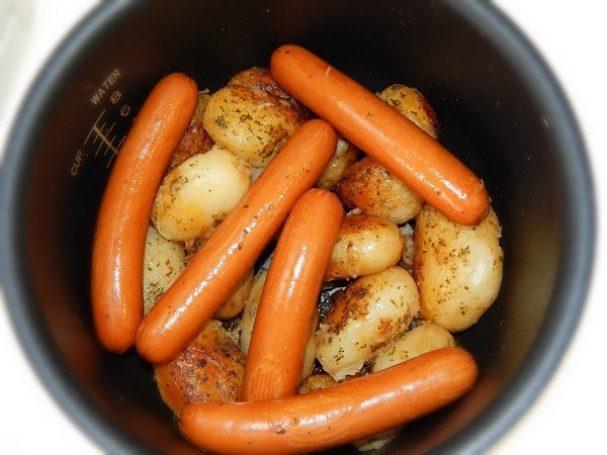 Картошка с сосиской в мультиварке