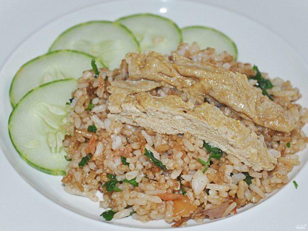 Рис с яйцом по-тайски