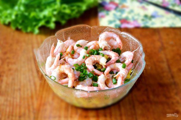 Салат с креветками и зеленым луком