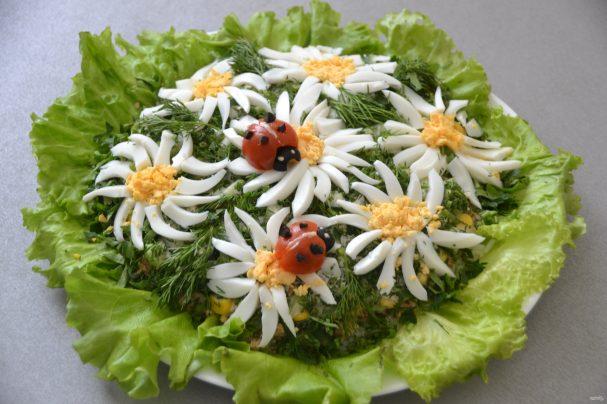 """Салат с горбушей """"Ромашковое поле"""""""