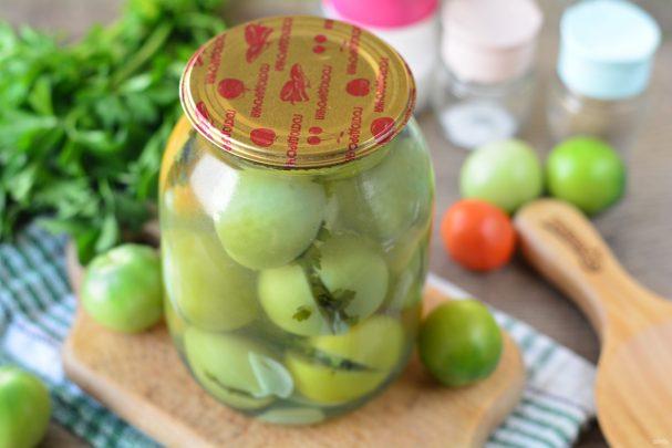 Зеленые помидоры с чесноком и петрушкой на зиму