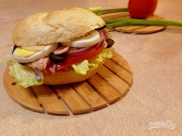 Средиземноморский сэндвич с тунцом