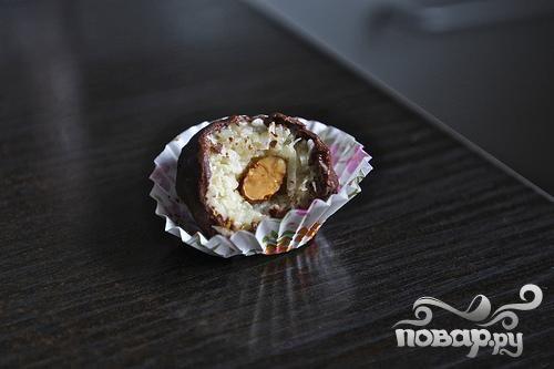 Кокосовые конфеты с миндалем и шоколадом