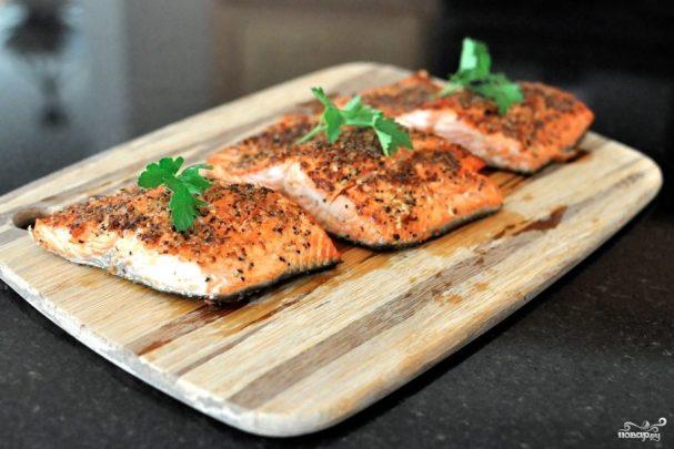 Филе лосося на сковороде