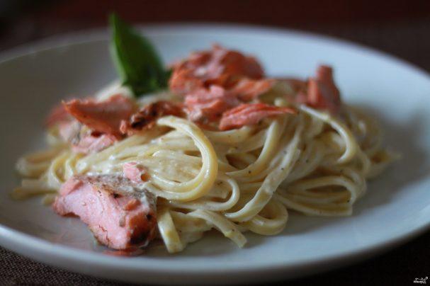 Фетучини с лососем в сливочном соусе