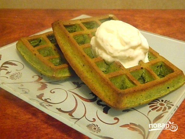Диетические зеленые вафли с мороженым