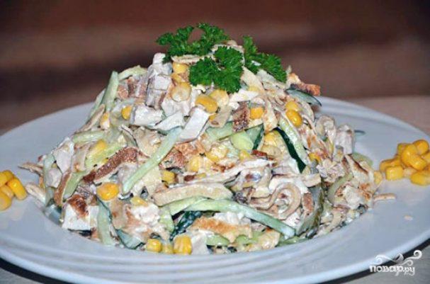 Салат с блинами и курицей