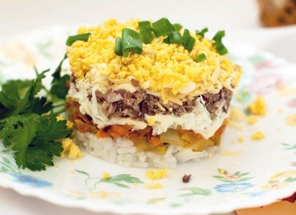 """Салат """"Мимоза"""" с сыром и рисом"""