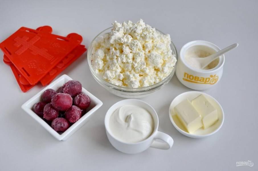 Подготовьте ингредиенты. Замороженные вишни можно не размораживать.