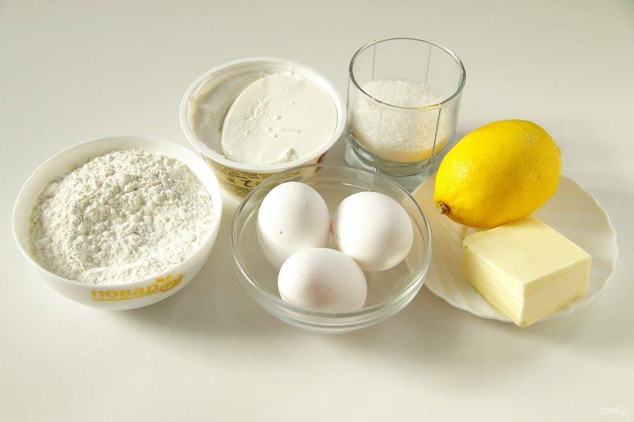 Подготовьте все ингредиенты. Сливочное масло заранее достаньте и размягчите при комнатной температуре.