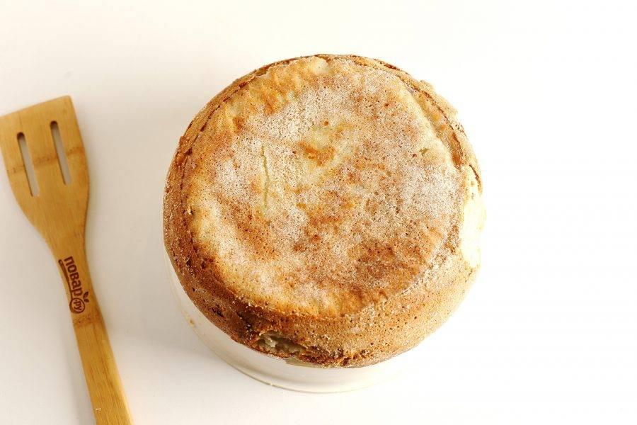 Заливной пирог с картошкой в мультиварке готов.