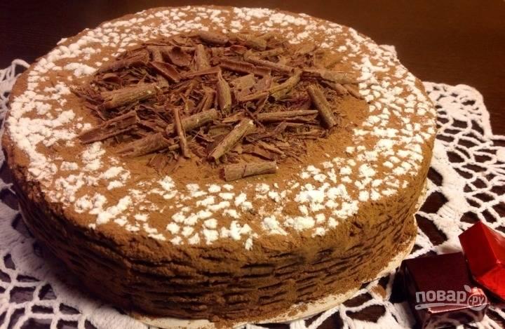 После этого подавайте торт, украсив его какао. Также можете добавить стружку шоколада и сахарную пудру. Приятного чаепития!