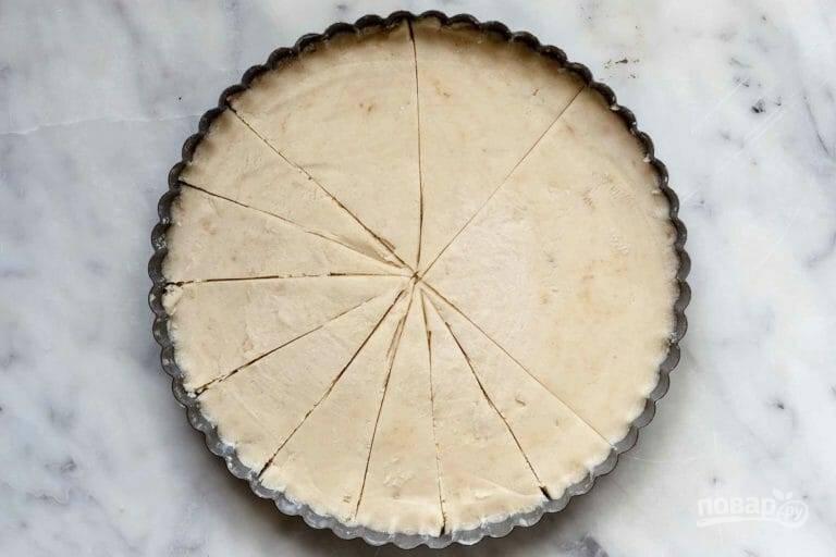 5.Разрежьте тесто на 12-16 равных кусочков.