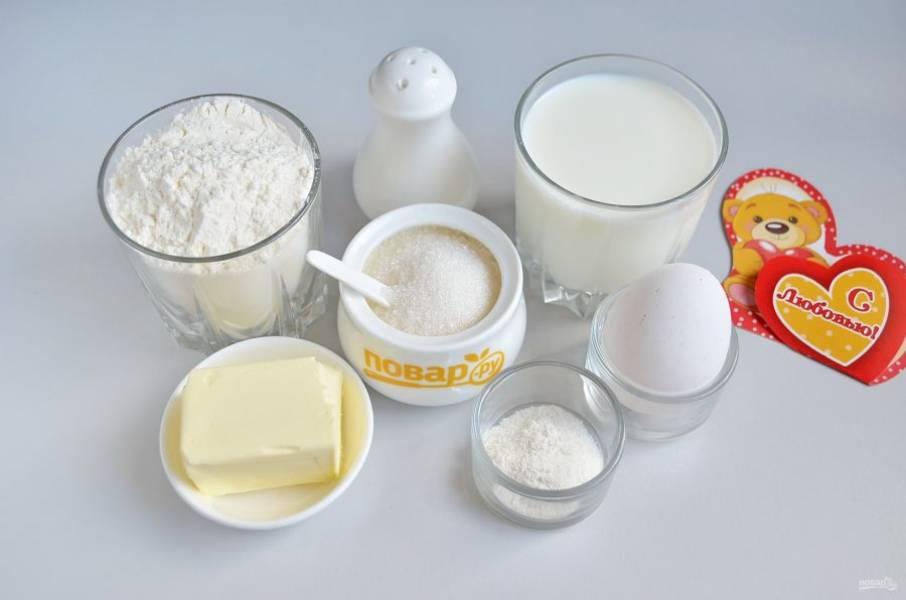1. Подготовьте продукты для блинов, также понадобится кондитерский мешок с насадкой для жидкого теста.