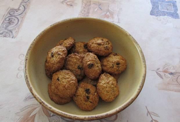 5. Выпекаем печенье около 15 минут при температуре 170 градусов. Получается великолепный десерт, который не повлияет на появление лишних килограммов.