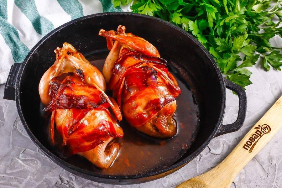 Затем фольгу снимите и подрумяньте блюдо примерно 5-10 минут.